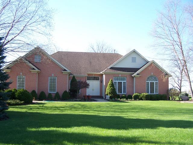 8513 Castleberry Dr, Woodstock, IL