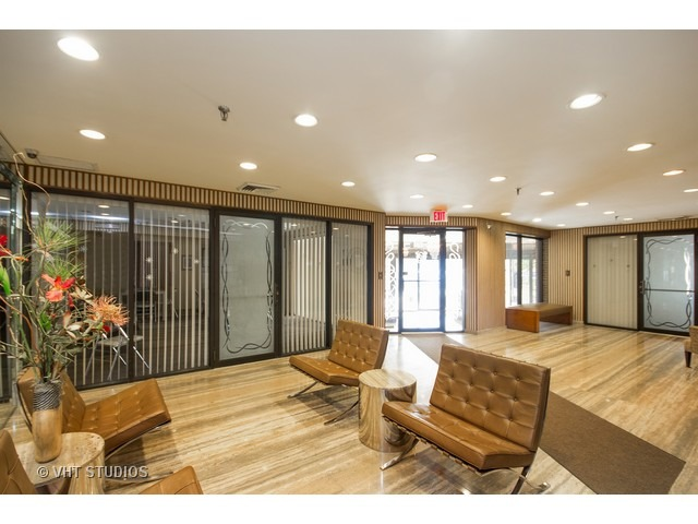 7201 N Lincoln Ave #APT 205, Lincolnwood, IL