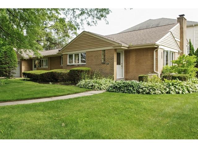 7125 N East Prairie Rd, Lincolnwood, IL