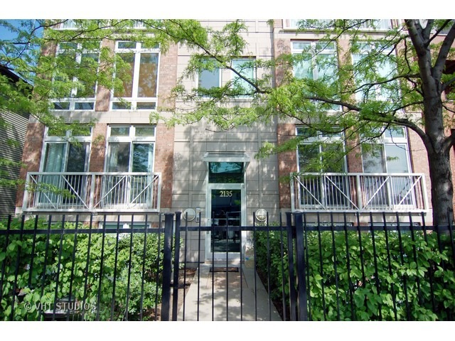 2135 N Southport Ave #APT 102, Chicago, IL