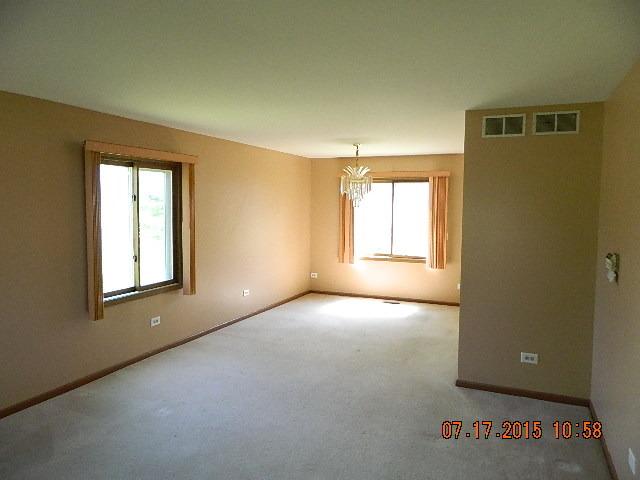 1503 Hollytree Ln, Crystal Lake, IL