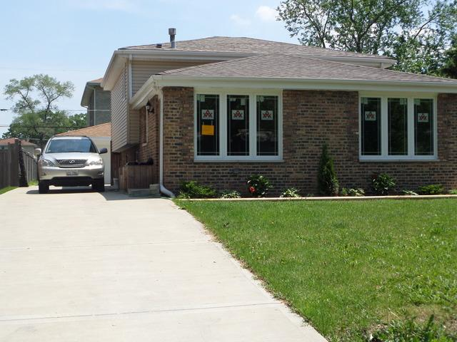 7803 Banks St, Justice, IL