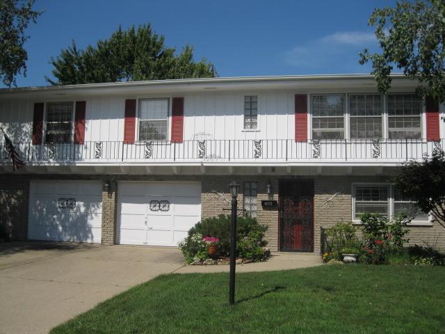 18432 Rose St, Lansing, IL