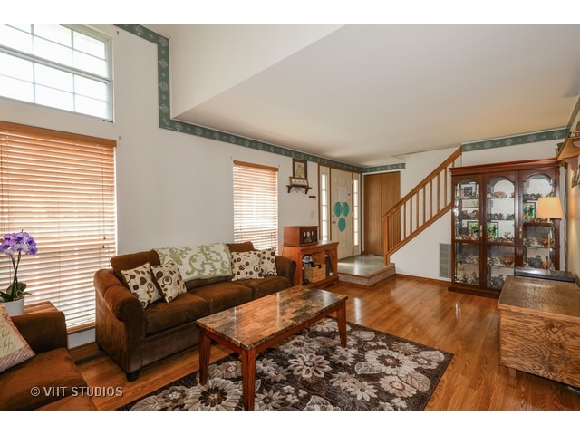 3 S123 Timber Dr #APT 2, Warrenville, IL