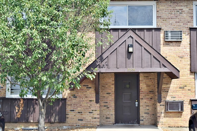 2208 Arbor Cir #APT 4, Downers Grove, IL