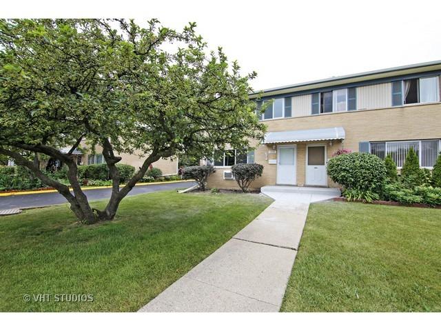 1640 Greenwood Rd, Glenview, IL
