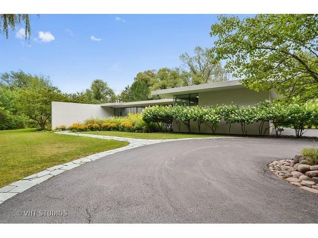 2747 Ridge Rd, Highland Park, IL