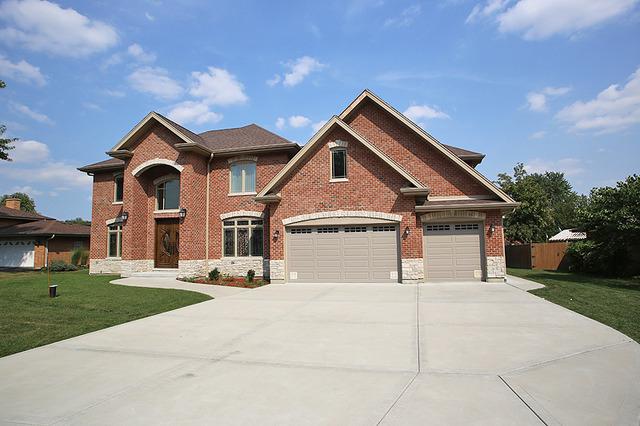 533 Crest Ave, Elk Grove Village, IL