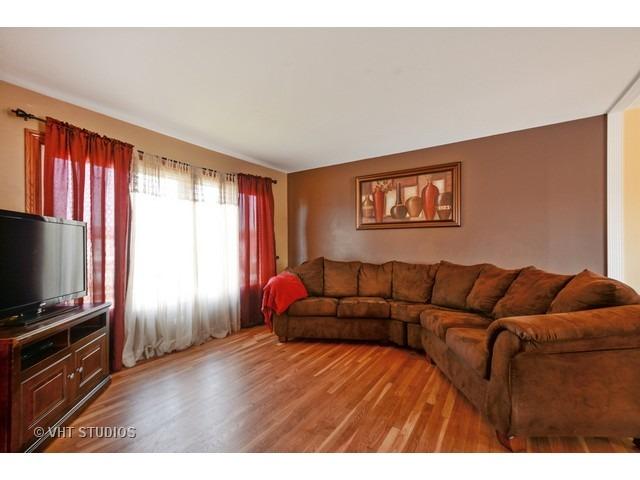 5839 Essex Rd, Oak Forest, IL