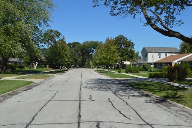 1056 E Villa Dr, Des Plaines, IL