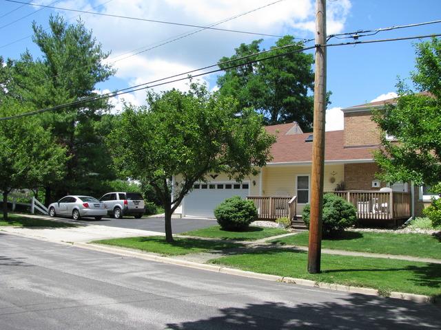 525 W Madison Ave, Wheaton, IL