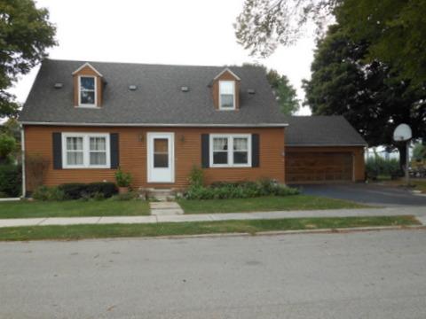 190 Oak St, Hampshire, IL