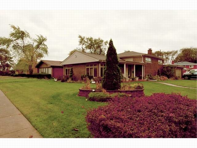 9444 Oliphant Ave, Morton Grove, IL