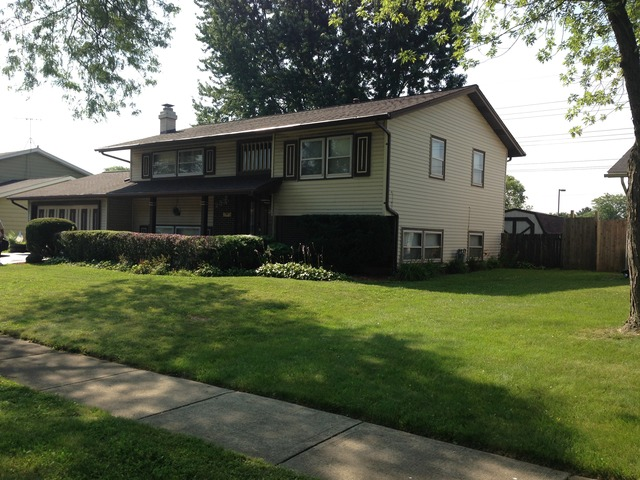 233 Trowbridge Rd, Elk Grove Village, IL