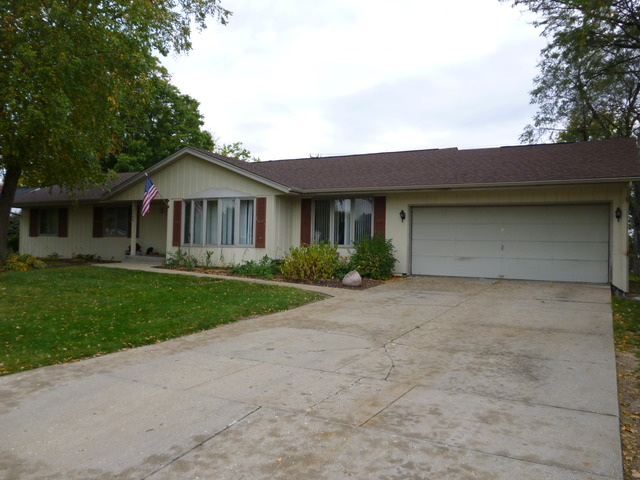 2608 Country Club Ter, Rockford, IL