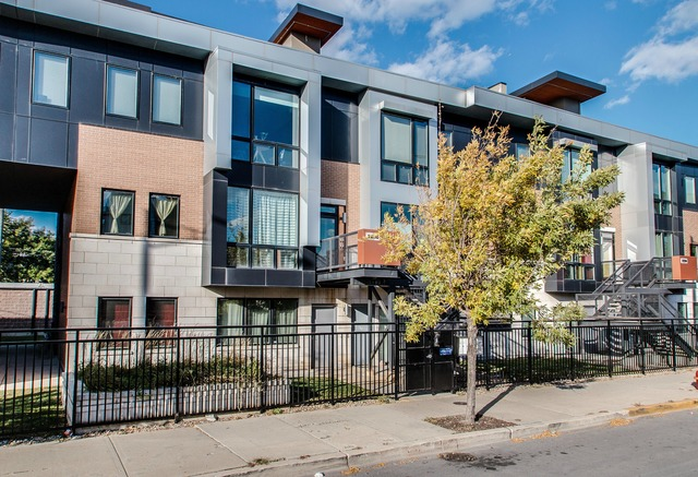 2230 W Madison St #APT 202, Chicago, IL