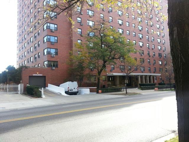 5815 N Sheridan Rd #APT 208, Chicago, IL