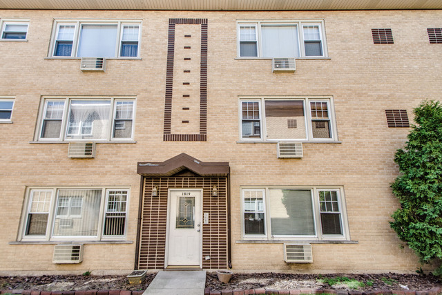 1819 W Touhy Ave #APT 1, Chicago, IL