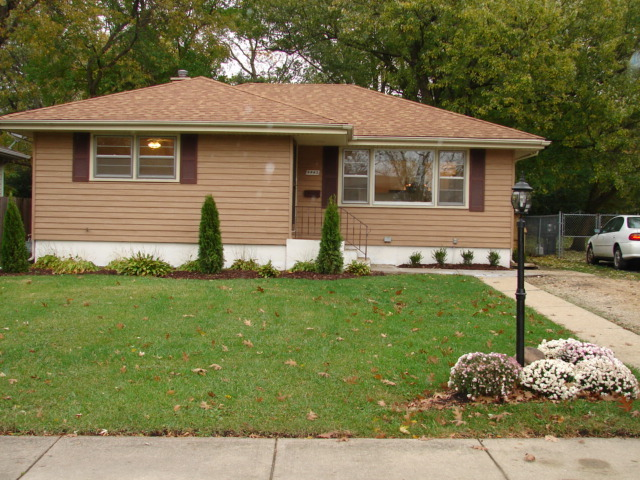 4443 Pershing Ave, Downers Grove, IL