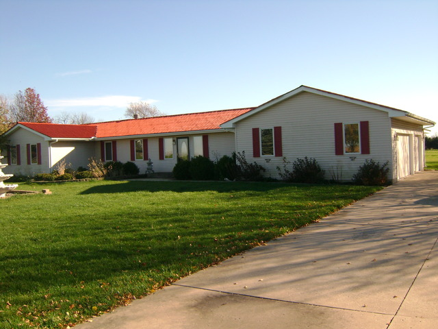 163 E Chicago Rd, Paw Paw, IL