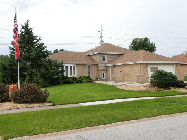 7733 Woodstock Dr, Tinley Park, IL