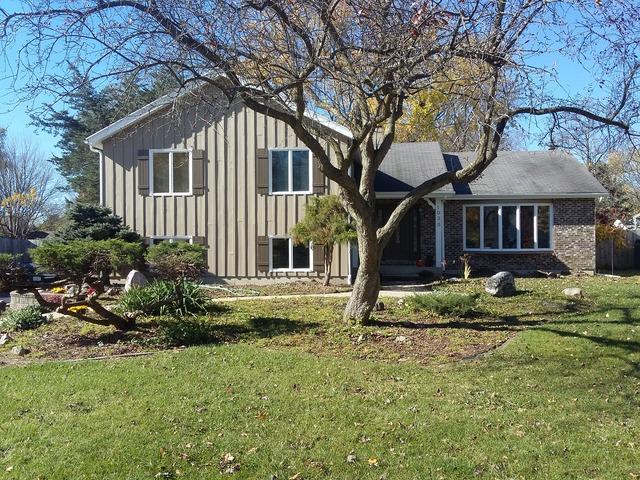 1035 Woodland Hills Rd, Batavia, IL