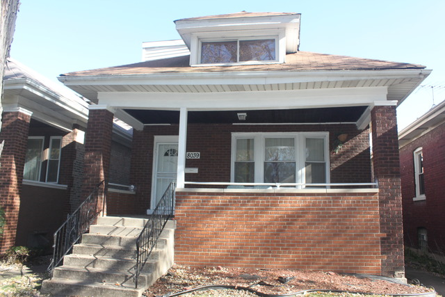 8039 S Bennett Ave, Chicago, IL