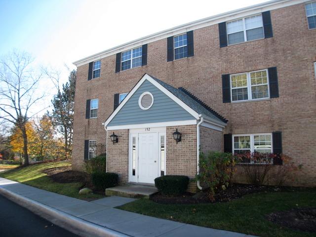 152 E Winchester Rd #APT 152b, Libertyville, IL