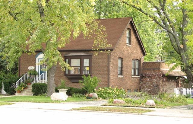 257 Desplaines Ave, Riverside, IL