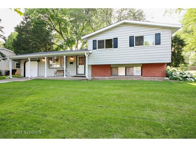 682 Sussex Ln, Crystal Lake, IL