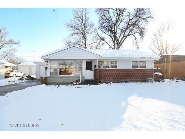 7413 Lyons St, Morton Grove, IL