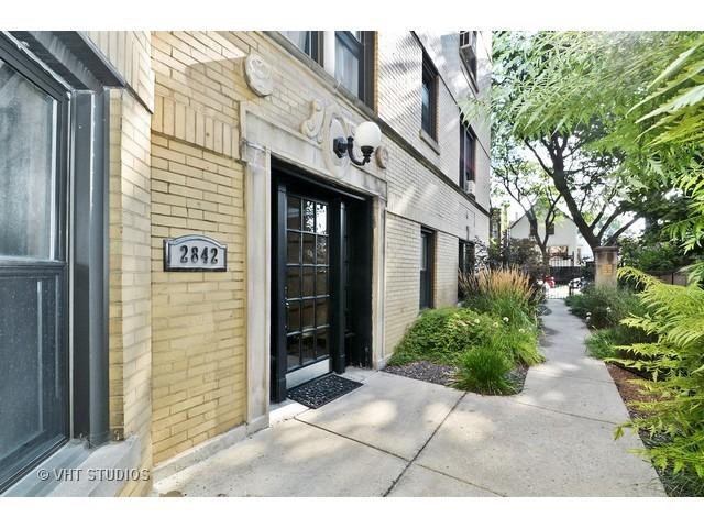 2842 N Francisco Ave #APT 2b, Chicago, IL