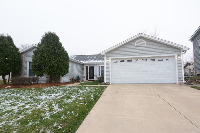 111 Brookside Dr, Glendale Heights, IL