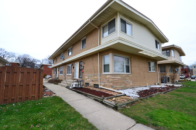4640 Dobson St #APT b, Skokie, IL