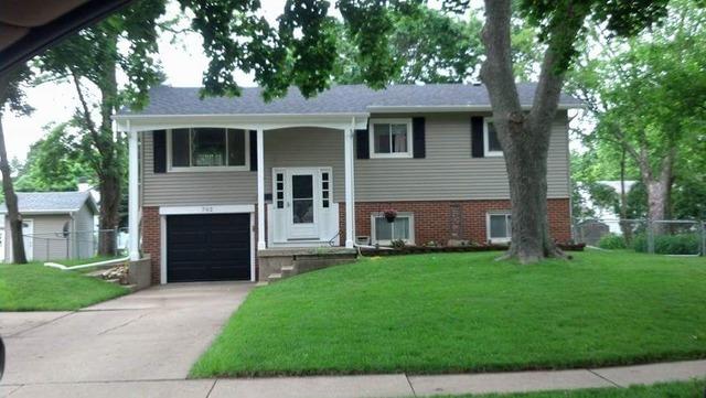 702 Nottingham Ln, Crystal Lake, IL