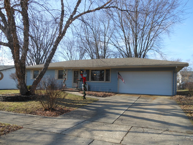 1323 Royal Dr, Montgomery, IL