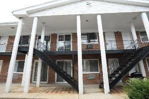 327 N Princeton Ave #APT 8, Villa Park IL 60181