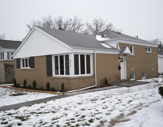8213 E Prairie Rd, Skokie, IL