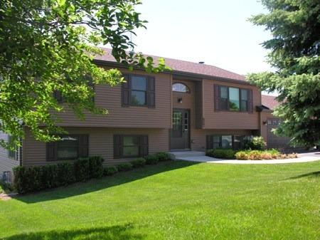 807 Wilmot Farms Dr, Spring Grove, IL