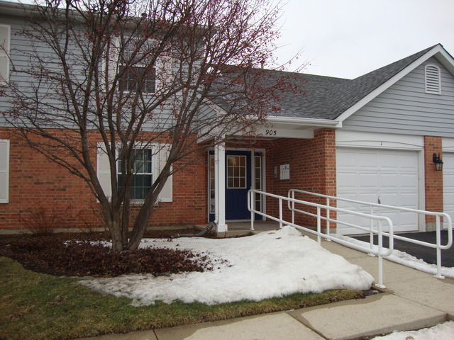 905 Golf Course Rd #APT 1, Crystal Lake, IL