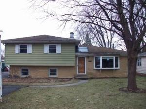 1516 Monroe St, Lake In The Hills, IL