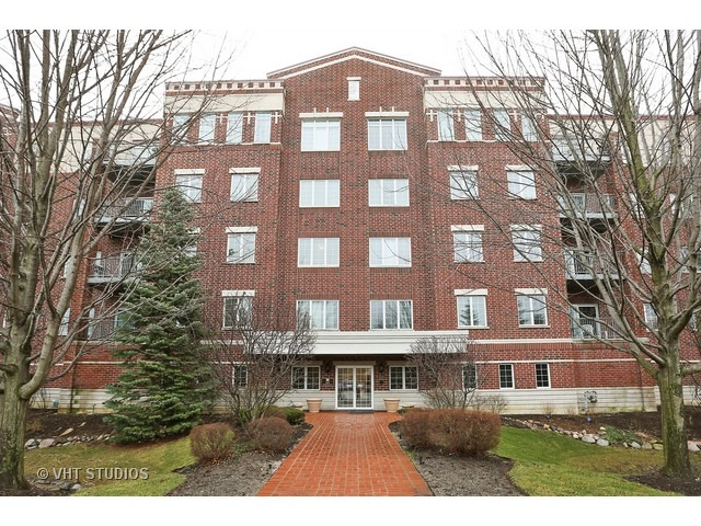 5329 Main St #APT 301, Downers Grove, IL