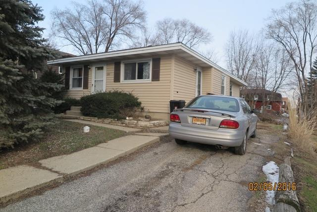 1316 Monroe St, Lake In The Hills, IL