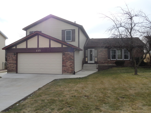 115 Warwick Dr, Glendale Heights, IL