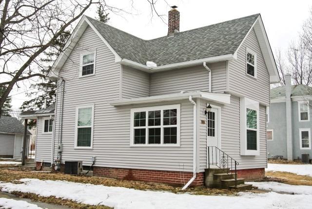 193 E Jefferson Ave, Hampshire, IL