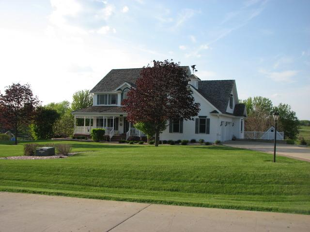 8711 Country Shire Ln, Spring Grove, IL