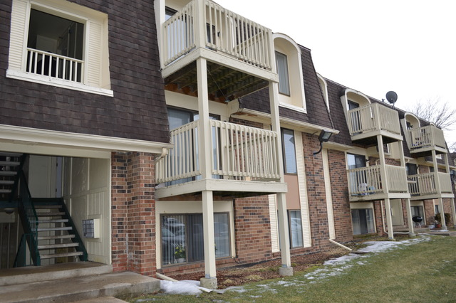 427 Gregory Ave #APT 2b, Glendale Heights, IL