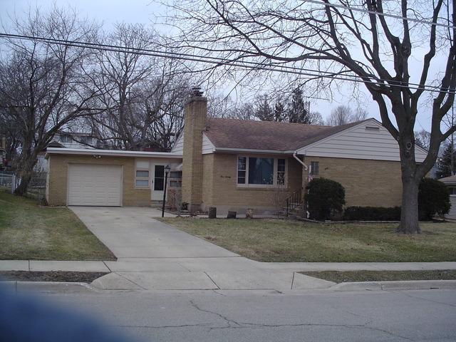 520 Adams St, Elgin, IL