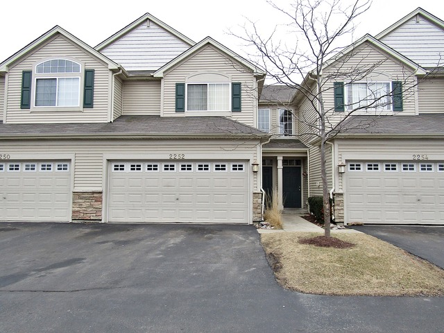 2252 Gallant Fox Cir, Montgomery, IL