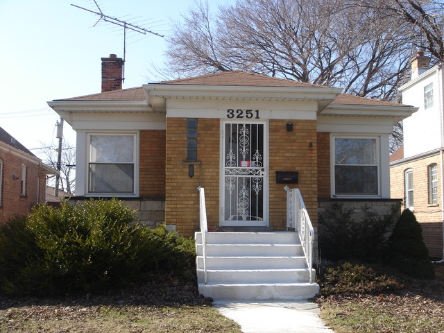 3251 W 84th St, Chicago IL 60652